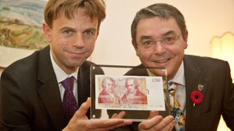 Chris Salmon, Bank of England's Executive Director for Banking Services and Chief Cashier, presents Professor Steve Chapman, Principal of Heriot-Watt University, with a £50 banknote featuring James Watt  in 2011.